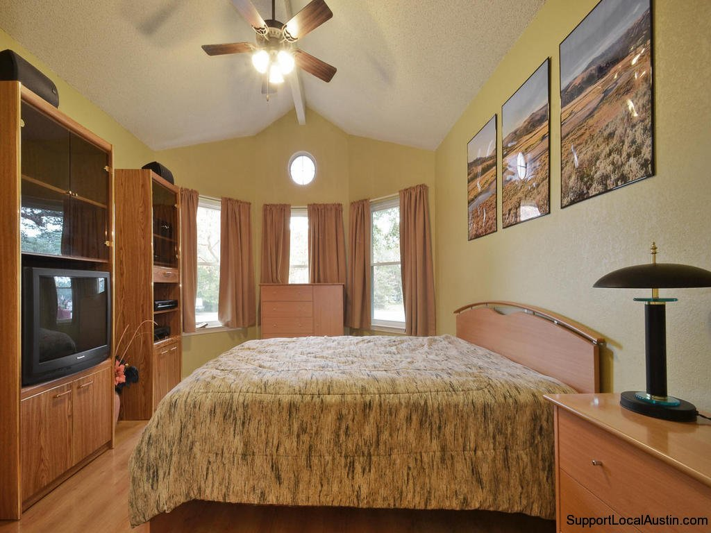 1415-laurel-glen-blvd-master bedroom